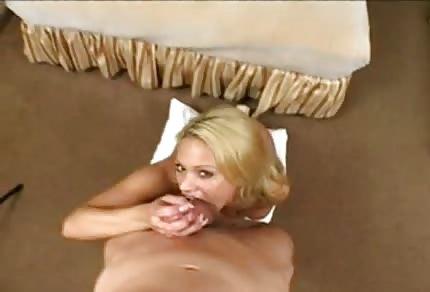 Süße Shyla hat große Brustwarzen