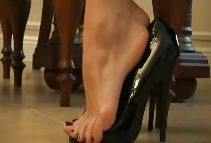 Sie reizt mit ihren Füßen