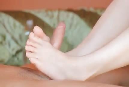 Sie benutzt ihre Füße gerne