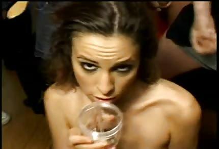 Amber Rayne trinkt viel Sperma