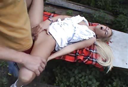 Sexpicknick mit Blondi im Wald