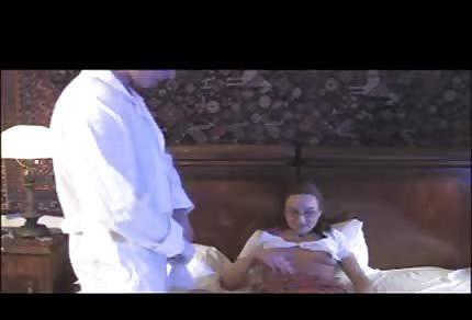 Er untersucht seine Patientin