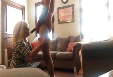 Reife Blondine und großer Penis