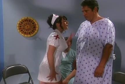 Mit dieser Krankenschwester könnte man alles machen