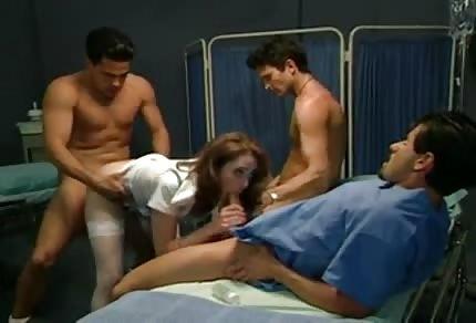 Perverse Krankenschwester mit ein paar Männern