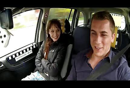 Geile Tussi in seinem Auto