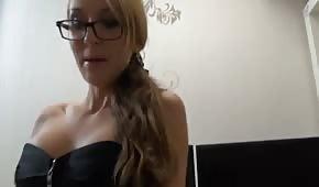Geile Blondine in sexy Unterwäsche