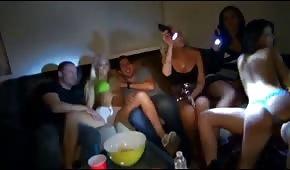Titten auf der Party