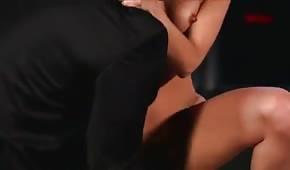 Sie reitet seinen Penis sehr gern