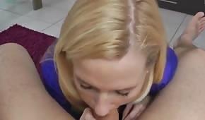 Scharfe Blondine will vögeln