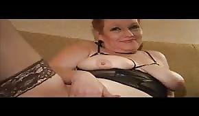 Wilde Frau zeigt ihm ihren geilen Körper