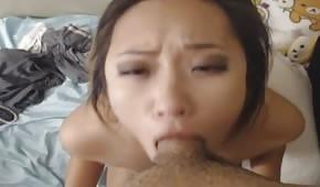 Geile Asiatin mit einem schönen Arsch
