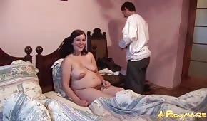 Sex mit einer schwangeren Brünette