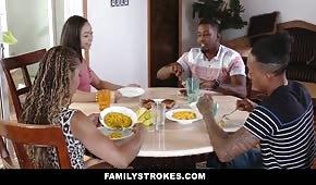 Familiensex mit Pralinen