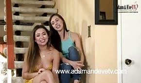 Lesbenspiel auf der Treppe