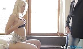 Sinnlicher Porno mit einer weißhaarigen Nuance