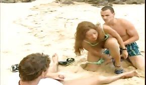Gangbang am Strand mit Latein