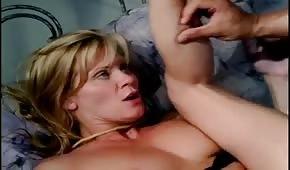 Spritzt auf die sexy Muschi von Ginger Lynn
