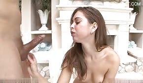 Sexy Teen wird in den Mund geschnitten
