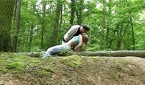 Sex im Wald mit frechen Blondinen
