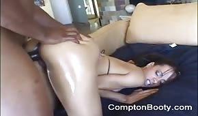 Naoliwiona dupka i analny seks