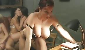 Długie porno z cycatymi Włoszkami