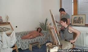 Junge Maler ficken die Brünette