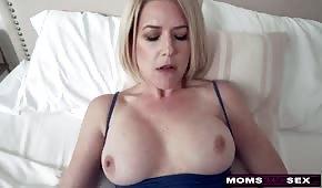 Süßer Sex mit Silikonmama