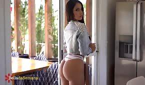 Latina mit einem wundervollen Arsch