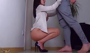 Lalunia in High Heels liebt Sex auf dem Stand