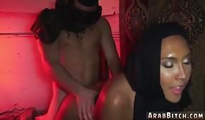 Eine Hündin aus Afghanistan liebt Doggy Sex