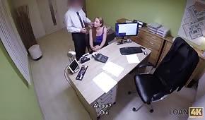 Versteckte Kamera und schneller Sex im Büro