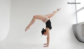 Ein flexibler Körper eines coolen Models